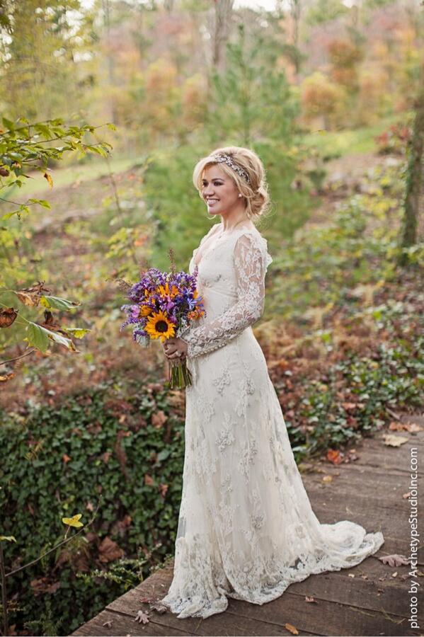 kelly clarkson wedding, kelly clarkson wedding dress, kelly clarkson